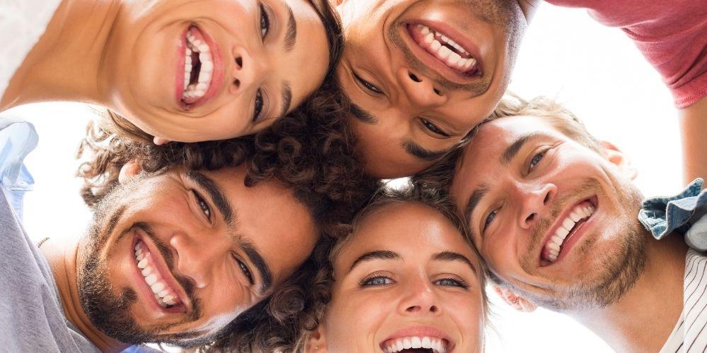 笑顔の5人
