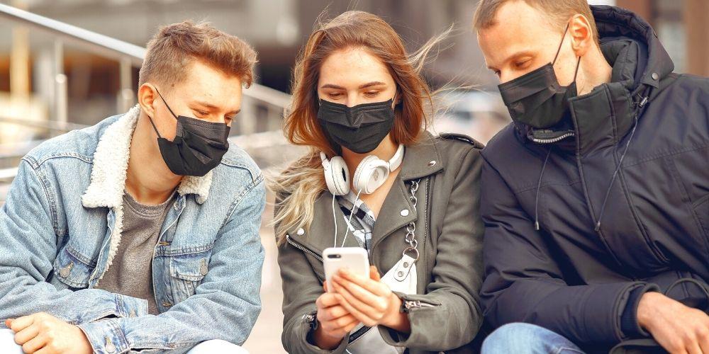 マスクをする人たち